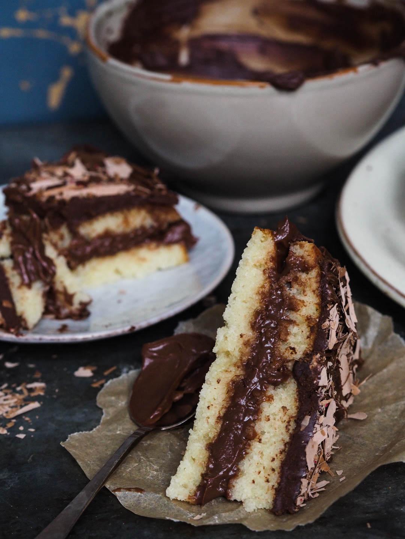 freia-sjokoladedrom_vaniljekake-med-sjokoladekrem_pa120426