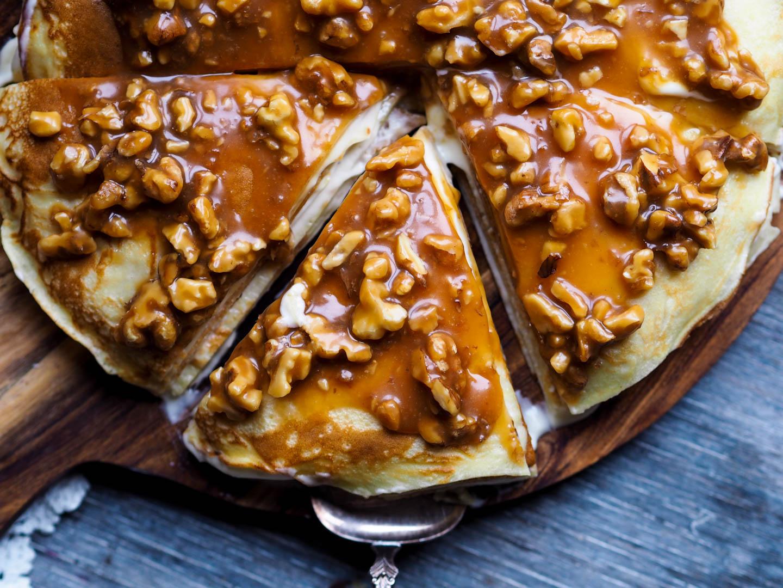 Pannekake-kake med banan, kremost og nøttekaramell_P3250096